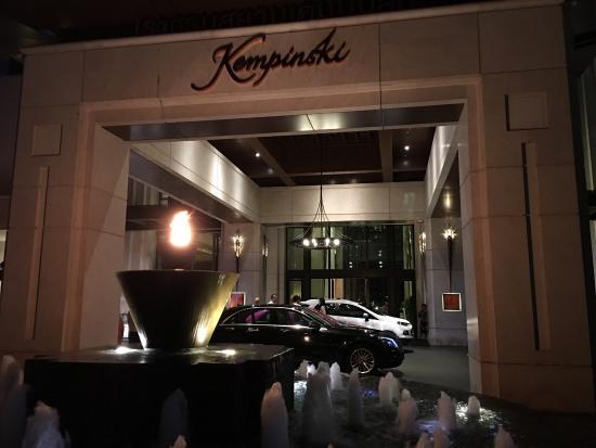 Siam Kempinski Hotel Bangkok: Amazing hotel
