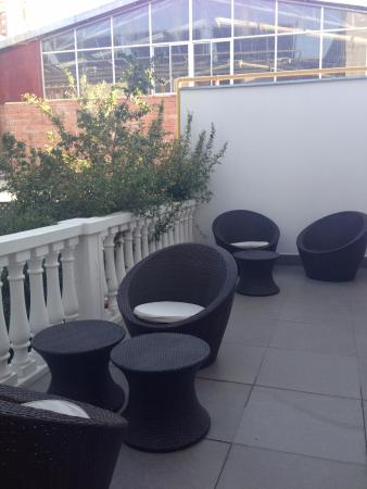 Hotel Loreto: Shared patio area for three rooms