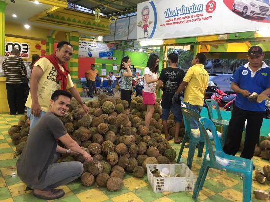 spot durian ucok jl gajah mada picture of durian ucok medan rh tripadvisor com