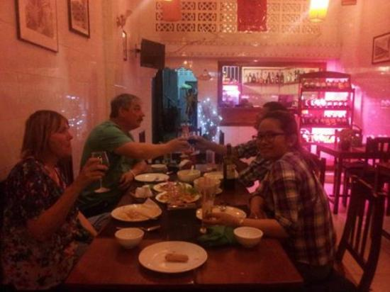 Battambang Province, Camboya: last night 4 persons got dinner at 2.5 market street restaurant in battambang on 20/03/2016