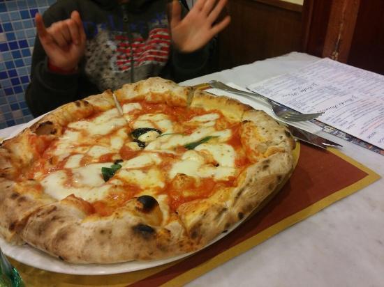 Alessandro Cassini. Spaccanapoli. - Picture of Pizzeria ...