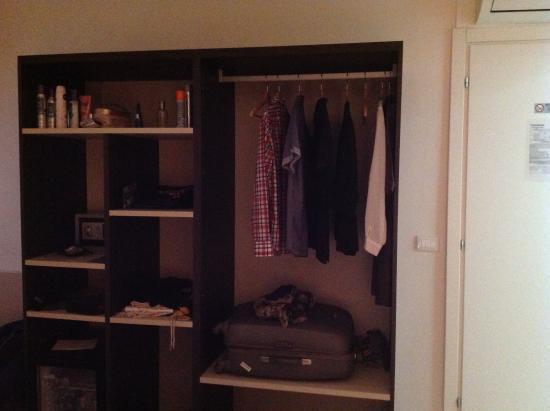 Ca Del Tentor: Good Storage In Room.
