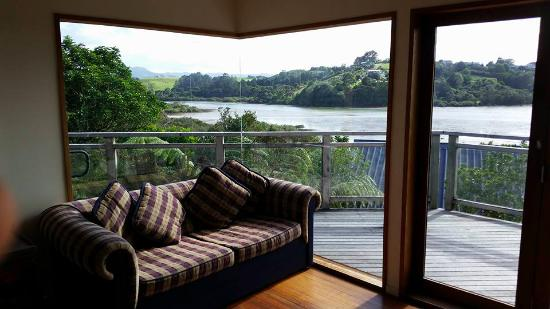 Sandspit Retreat: Lounge with a view