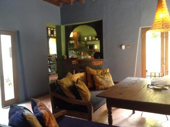 Rare Angon Villas: Living/dining room Rumah Ampel