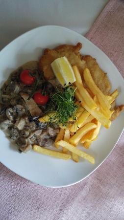 Belgern, Alemania: Schnitzel mit Pommes und Waldpilzen
