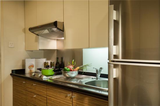 Somerset Chancellor Court: Kitchen