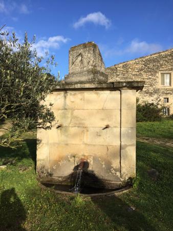 Chantemerle-les-Grignan, Francia: Fontaine extérieure