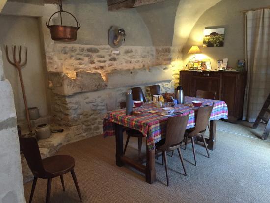 Chantemerle-les-Grignan, Francia: Table d'hôte et petit déjeuner dans ancienne écurie