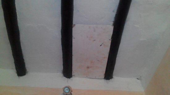 Makunduchi, แทนซาเนีย: у нас обвалился потолок и так персонал ликвидировал поломку ))