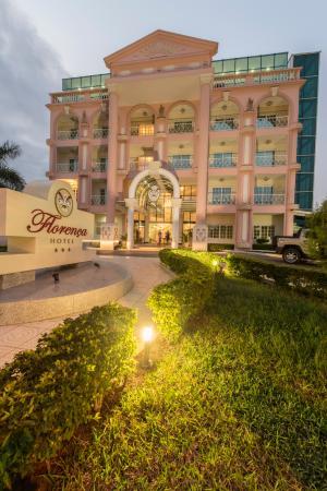 Hotel Florenca : Conforto e conveniência no coração de Talatona.