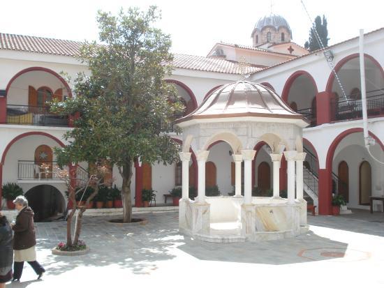 Rovies, Grecia: ΜΟΝΗ ΟΣΙΟΥ ΔΑΥΙΔ (εσωτερική αυλή)