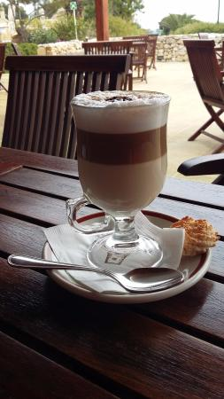 Sannat, มอลตา: One of the many lattes we consumed at the hotel. The iced coffees are also great!