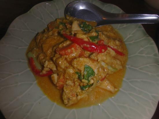 Khroua Baan Thai: port frit au curry jaune