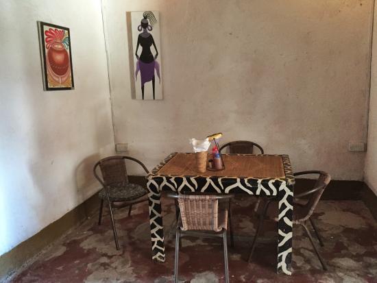 Poa Poa Restaurant : Indoor seating
