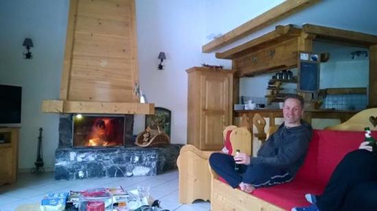 Chalet Martinet : Living room with daily fire