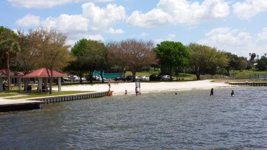 Sebring, FL: City Pier Beach--Picnic, Restrooms, Play area, pier, and very nice sand beach with swimming