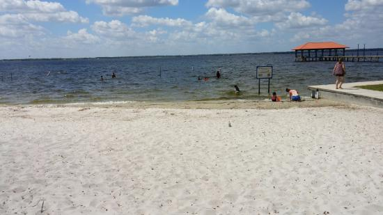 Sebring, FL: Nice sand beach and swimming at City Pier Beach