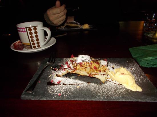 Grosuplje, Словения: Dessert, pear in dough and icecream