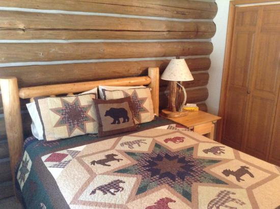 Darby, MT: Ponderosa Cabin Bedroom 2
