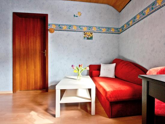 Gemütliches Sofa gemütliches sofa zum fernsehen und entspannen picture of