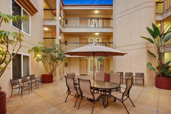 Days Inn Carlsbad: Courtyard
