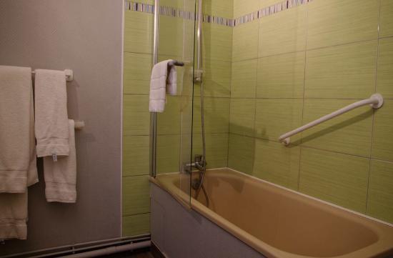 Saint Pierre des Corps, Francia: Salle de bain - baignoire