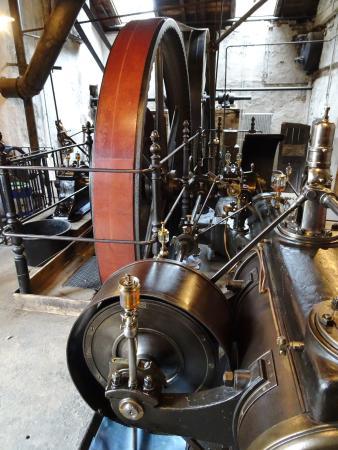 LVR-Industriemuseum Tuchfabrik Müller: Die Dampfmaschine von 1903.