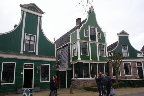Het 39 tinnenwinkeltje 39 spullen te koop van tin picture of zaanse schans zaandam tripadvisor - Huizen van de wereldbank ...