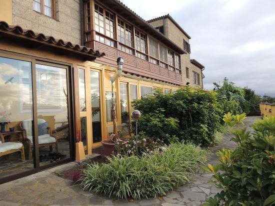 Finca Casa-Vieja: auch wenn das Wetter nicht gut ist, so sitzt man fein im Wintergarten in den unteren Wohnungenm