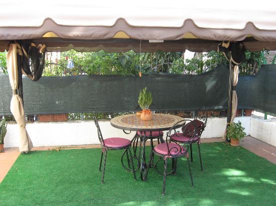 Foto Giardini Con Gazebo.Giardino Con Gazebo Foto Di Il Tulipano Crotone