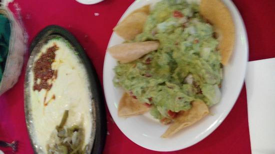 Restaurante La Majada: guacamole, queso fundido con chorizo y nopales