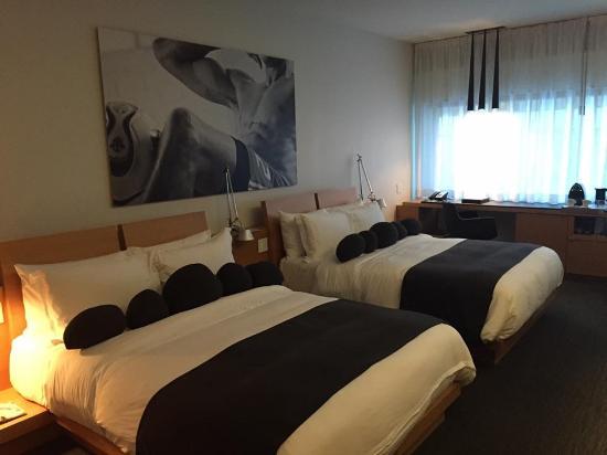 Hotel Le Germain Maple Leaf Square Photo