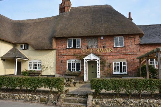 Swan Inn: Outside