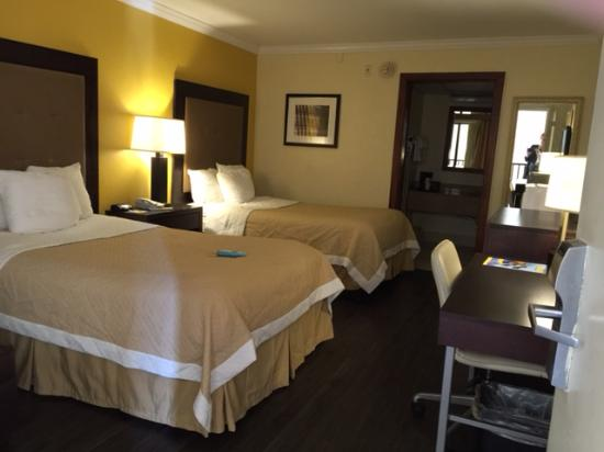 Days Inn Pensacola - Historic Downtown : Standard Room 2 Double Beds