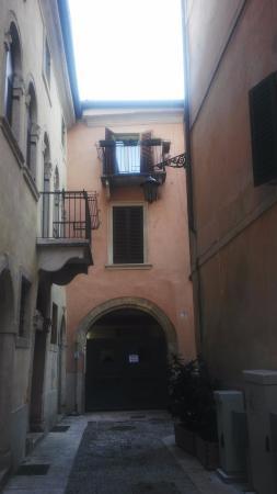 Mazzanti: El balcón de enfrente es la habitación donde me hospedé