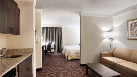 Best Western Airport Inn: King Suite