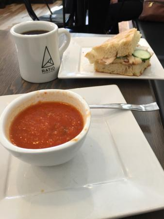 Vernon, Canadá: Excellent Vegan Roasted Tomato Soup with Turkey Sandwich on Focaccia . Big Bold smooth black cof