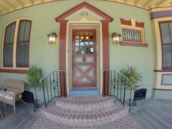 Main Street Inn: Front Door