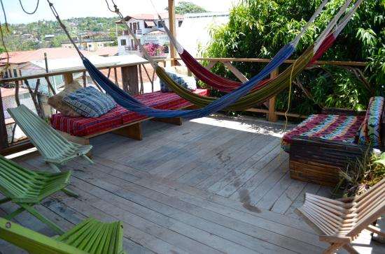 Bella's Backpackers: Nice and breezy area to hang out!
