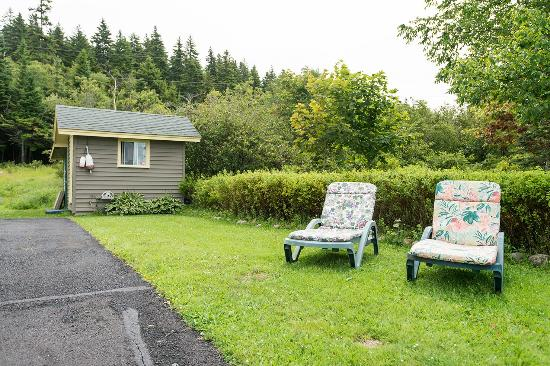 Blacks Harbour, Kanada: Relax and Unwind - Lots of these around the property.