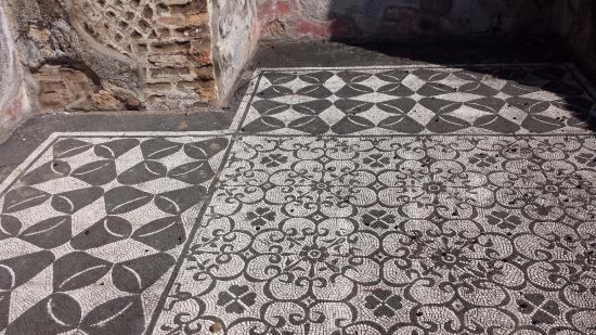 Hospitalia pavimento a mosaico picture of villa adriana for Mosaico pavimento