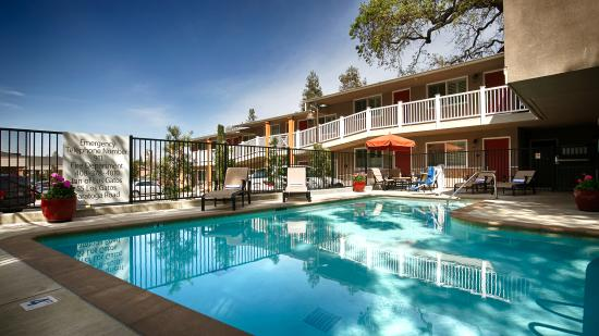 BEST WESTERN The Inn Of Los Gatos: Our year-round pool heated seasonally