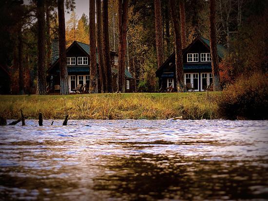 Metolius River Resort: Resort Sign