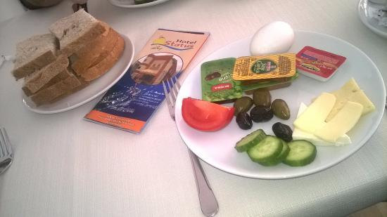 Status Hotel: Breakfast