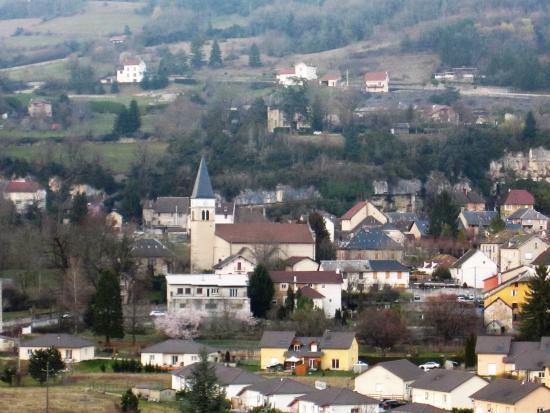 Artemare, France: Vue depuis le jardin