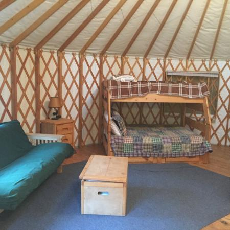Yosemite Lakes RV Resort: Yurt Living/Sleeping area