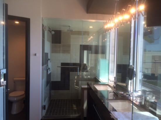 double vanity nice huge shower with bench hot water 2 shower rh tripadvisor co uk