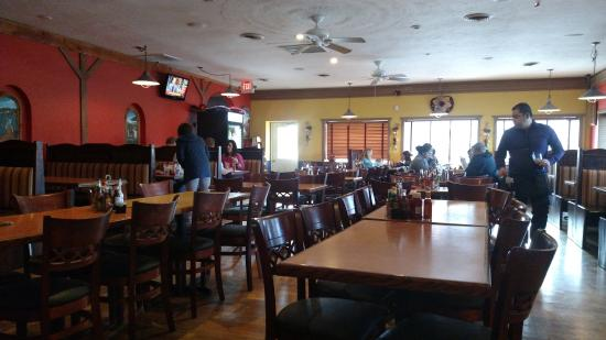 Avon Lake, OH: Interior of restaurant