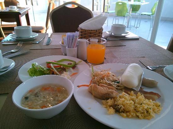 Bloom Hotel: 朝食に大満足!スタッフも親切丁寧控えめ! 最上階の11Fにて。