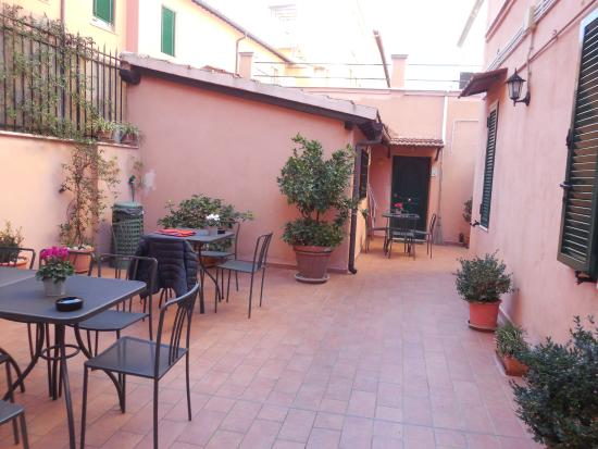 Green Apartments Rome : The lovely terrace.
